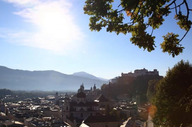 Die Festung Hohen Salzburg thront über der Stadt Salzburg (es gibt auch Sonnenschein in Salzburg)