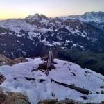 Das Gipfelkreuz nach den Sturm im Spätherbst