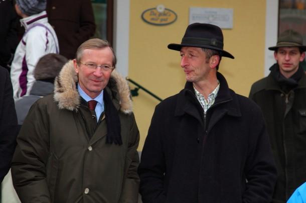 LH-Stv. Dr. Wilfried Haslauer bei der Schlenkerfahrt im Gespräch mit Wahlsieger Johann Rohrmoser