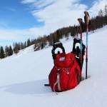 Ausrüstung zum Schneeschuhwandern, einem herrlichen Naturerlebnis.