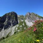 Abstieg vom Schober mit Blick zu Höllwand und Sandkogel