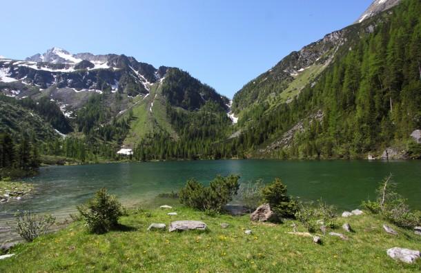 Juni 2014: Der Schödersee ist so groß wie kaum die Jahre davor. Der Weg zurück zur Arlscharte ist total überflutet