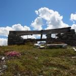 Oben am Grat zwischen Kreealmtal und Schödertal steht die Ruine des Schöder-Wachthauses
