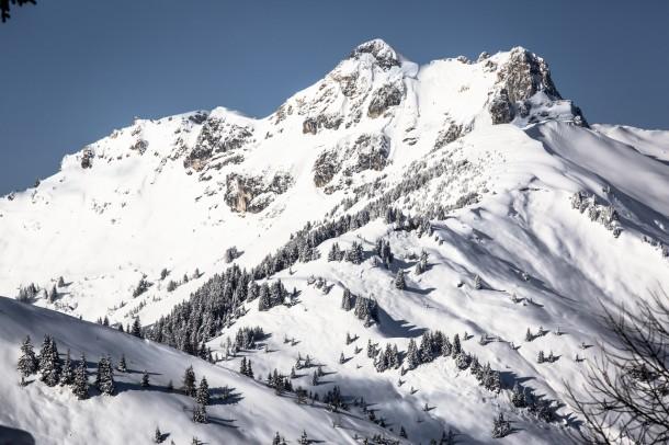 Zielvorstellung wär das: ein Winter schneereich und sonnig. Blick vom Großarler Skigebiet zum Schuhflicker.