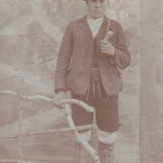 Mein Urgroßvater im Jahr 1914, also vor genau hundert Jahren, in seiner Lederhosentracht (mit langer Unterhose).