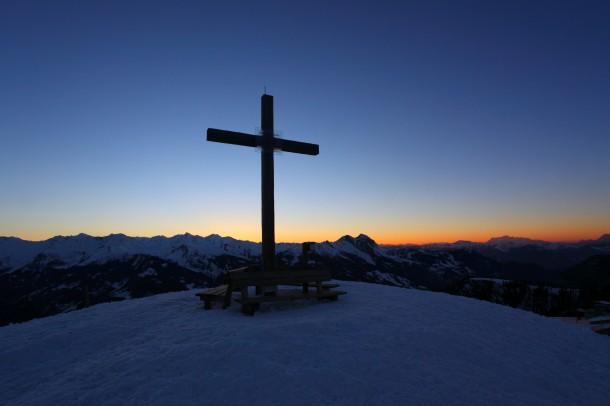 Februar 2014: Abends nach Sonnenuntergang am Gipfel des Kreuzkogels