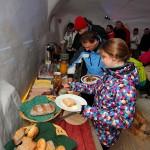Reichliches Frühstücksbuffet im Schnee-Iglu