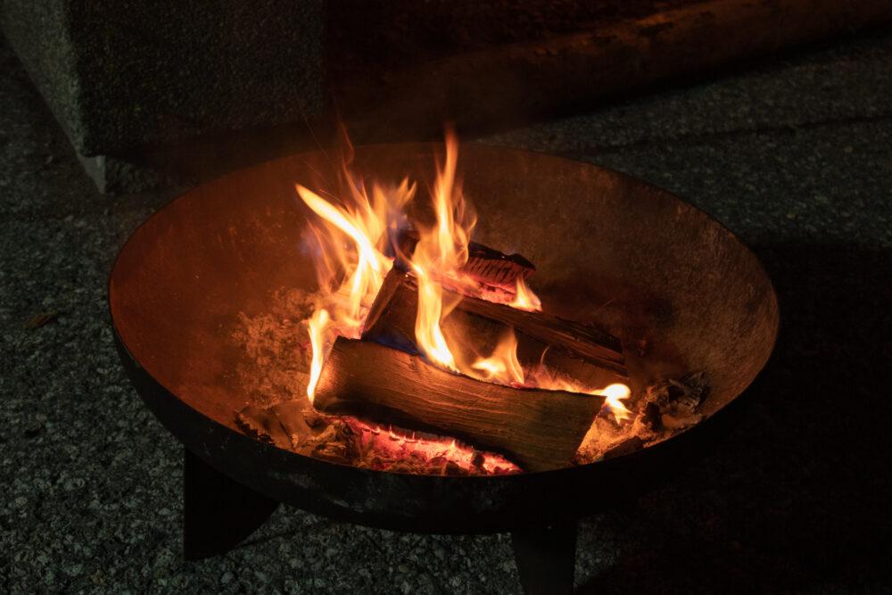 Feuerschale bei der Sommernacht der Biere