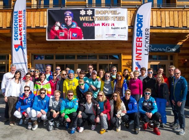 Das ÖSV-Skispringernationalteam im Großarltal mit Trainern, Betreuern, Partnern, Chefleute Hotel Auhof und Skischule Lackner sowie Vertretern von Tourismusverband und Bergbahnen