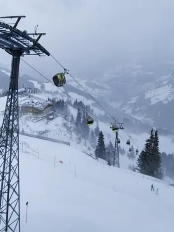 Der Sturm am 28. 12. hat unsere Kabinen ganz schön herstehen lassen. Hier die Einfahrt bei der Bergstation Panoramabahn. Aber die Anlage war unbesetzt, die Großarler Bergbahnen sorgen für Sicherheit.