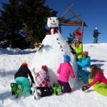 Schnell wird noch der Schneemann zurecht gemacht