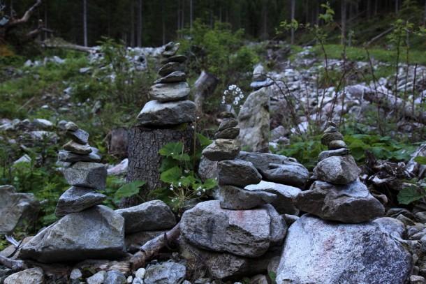 """Schotter und Geröll - oftmals dienen """"Stoamandl"""" als zusätzliche Orientierung"""