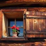 """Almfenster - wer hier """"auf´s Fenster"""" geht, muss schlank sein ;-)"""