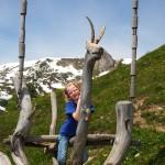 Christina auf der Gamsbock-Schaukel an der Viehhausalm