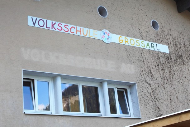 """Volksschule Großarl"" prangt nun an der ehemaligen ""Voksschule Au"""