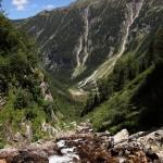 Blick vom Kolmfall hinunter zum ausgetrockneten Schödersee