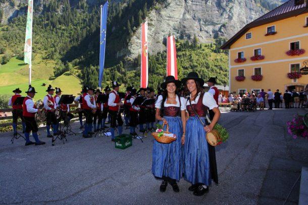 Marketenderinnen der Trachtenmusikkapelle Hüttschlag bei der Bauernherbst-Eröffnung in Hüttschlag