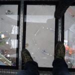 der Blick nach unten aus der Glasbodengondel © Großarler Bergbahnen
