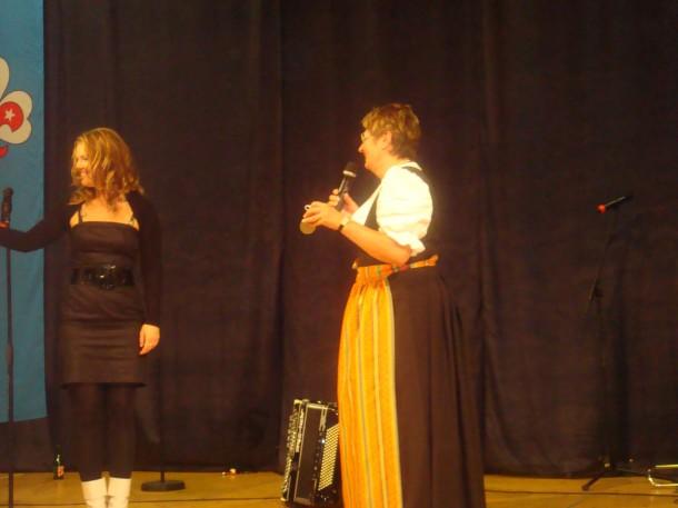 Frau Gerti Jensen beim Konzert der Global Kryner