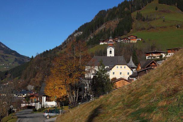 Pfarrkirche Großarl im Herbst