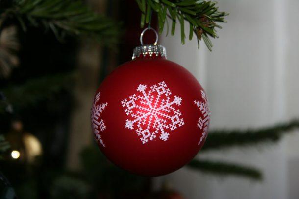 Zu Weihnachten wird Stille Nacht, Heilige Nacht gesungen