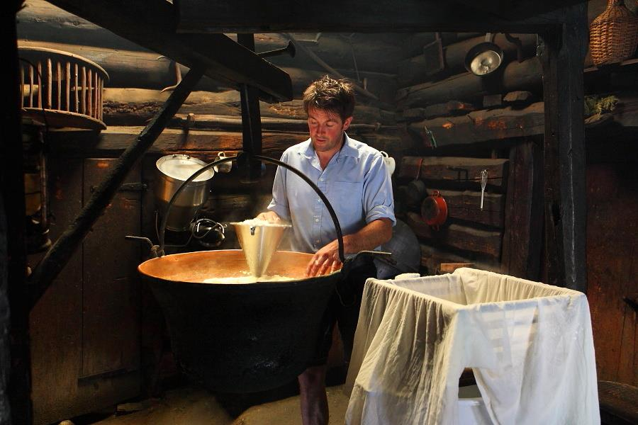 cheese_making_on_the_karseggalm,