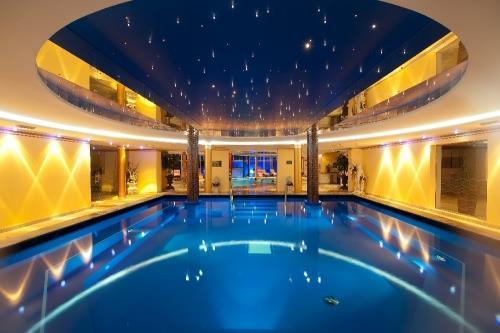 indoor_swimming_pool_tauernhof,